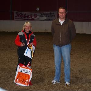 Klasse II:Eneste deltaker, Inger Rønsberg sammen med dommer Svein Georg Rønning